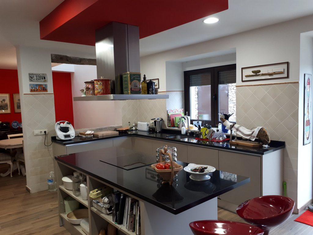Hoy disfrutamos de una nueva entrega con incovall cocinas campana isla frecan - Campana cocina isla ...