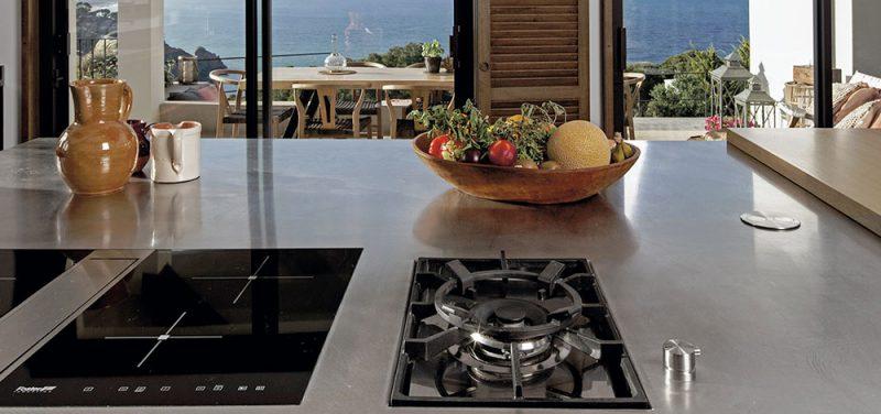 Cocina Rekker con isla de acero inoxidable Bautek, Frecan